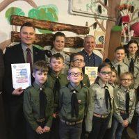 Uroczyste wręczenie mundurków Próbnej Gromadzie Zuchów